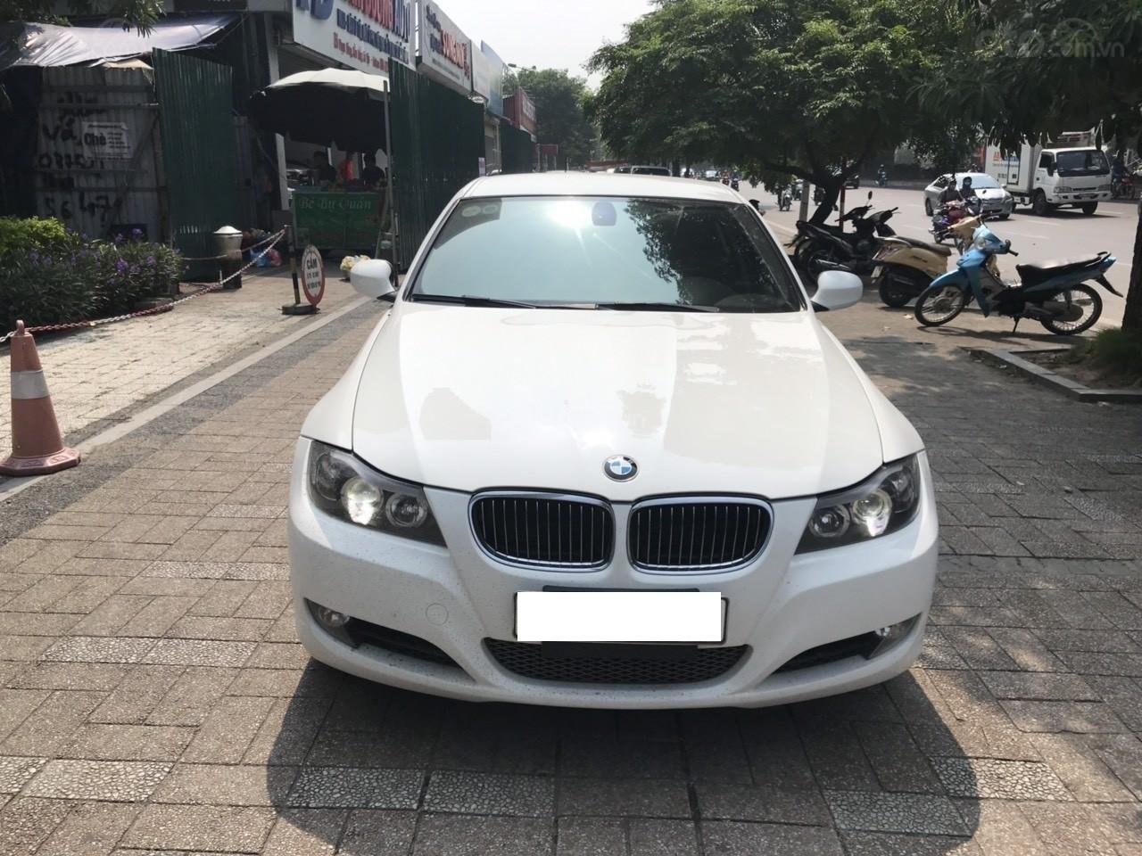 Bán xe BMW 325i sản xuất năm 2010, màu trắng, nhập khẩu (1)