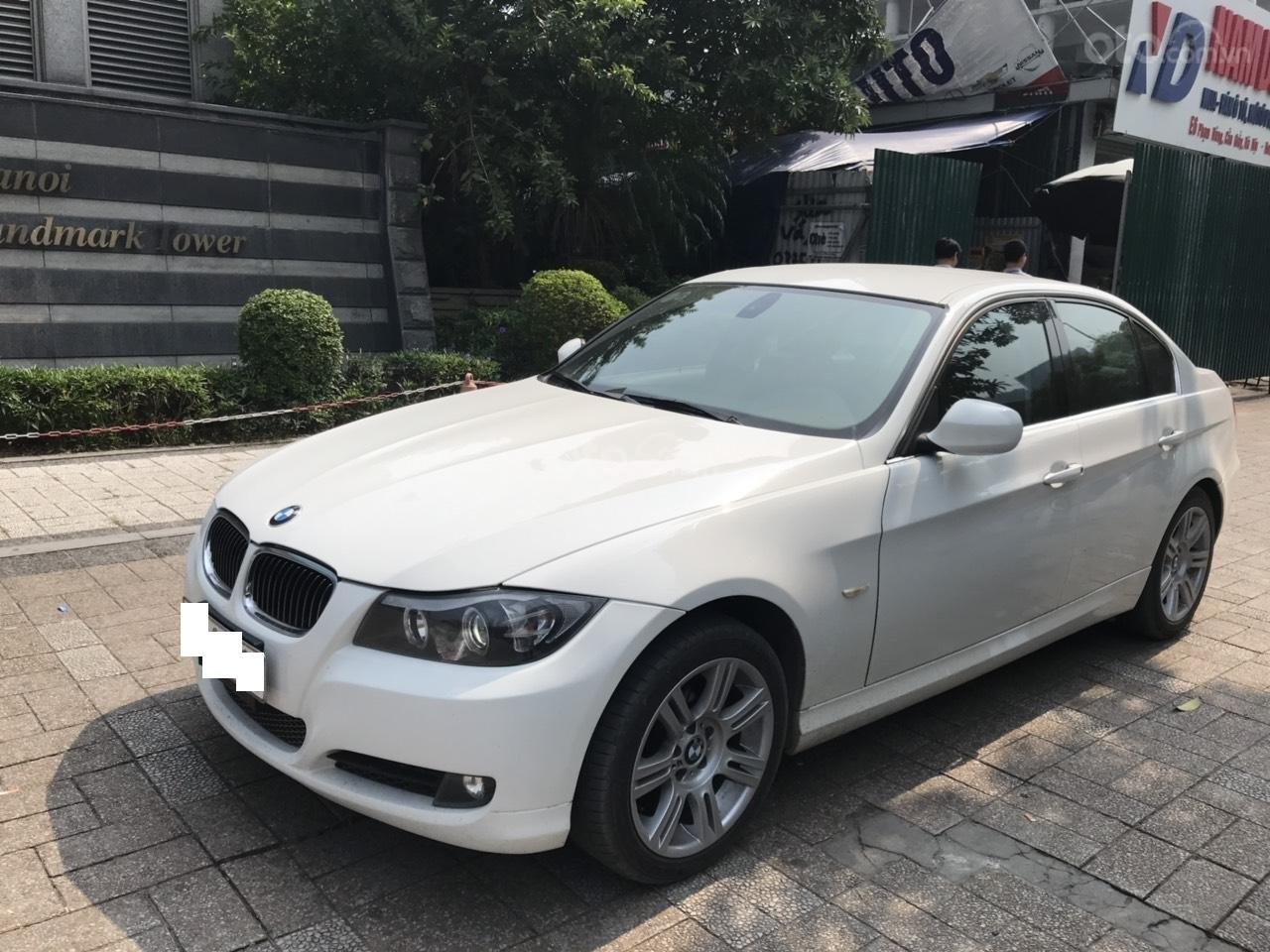 Bán xe BMW 325i sản xuất năm 2010, màu trắng, nhập khẩu (2)