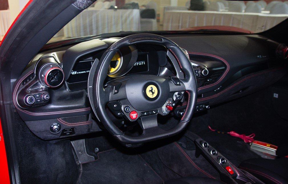 """""""Soi"""" chiếc Ferrari F8 Tributo đầu tiên đặt chân đến Việt Nam a20"""