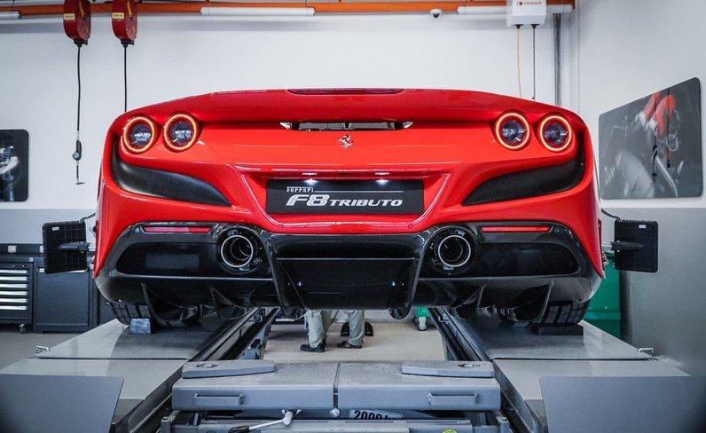 """""""Soi"""" chiếc Ferrari F8 Tributo đầu tiên đặt chân đến Việt Nam a24"""