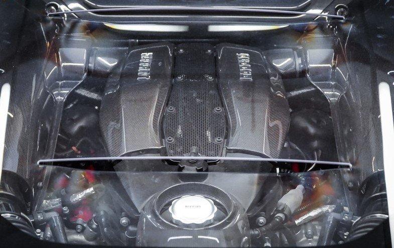 """""""Soi"""" chiếc Ferrari F8 Tributo đầu tiên đặt chân đến Việt Nam a10"""