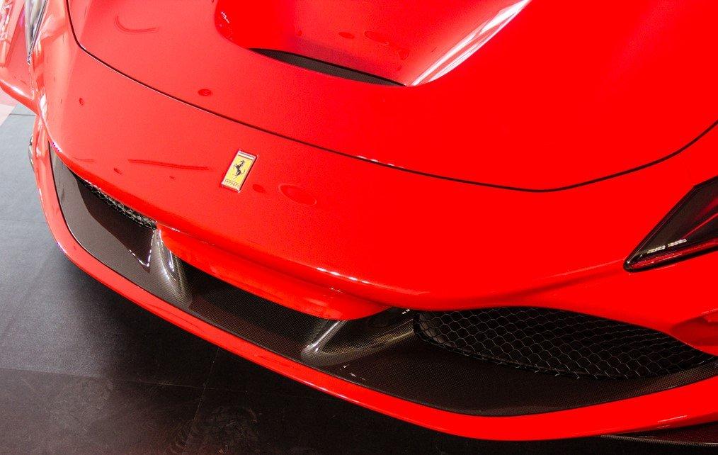 """""""Soi"""" chiếc Ferrari F8 Tributo đầu tiên đặt chân đến Việt Nam a7"""