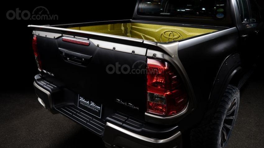 Xe độ Toyota Hilux Wald Black Bison bắt mắt hơn