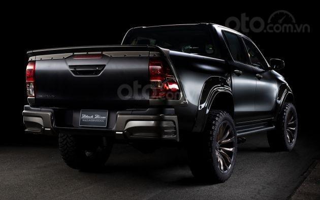 Xe độ Toyota Hilux Wald Black Bison hầm hố
