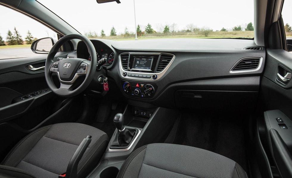 Tiện nghi và giải trí là thế mạnh của Hyundai Accent.