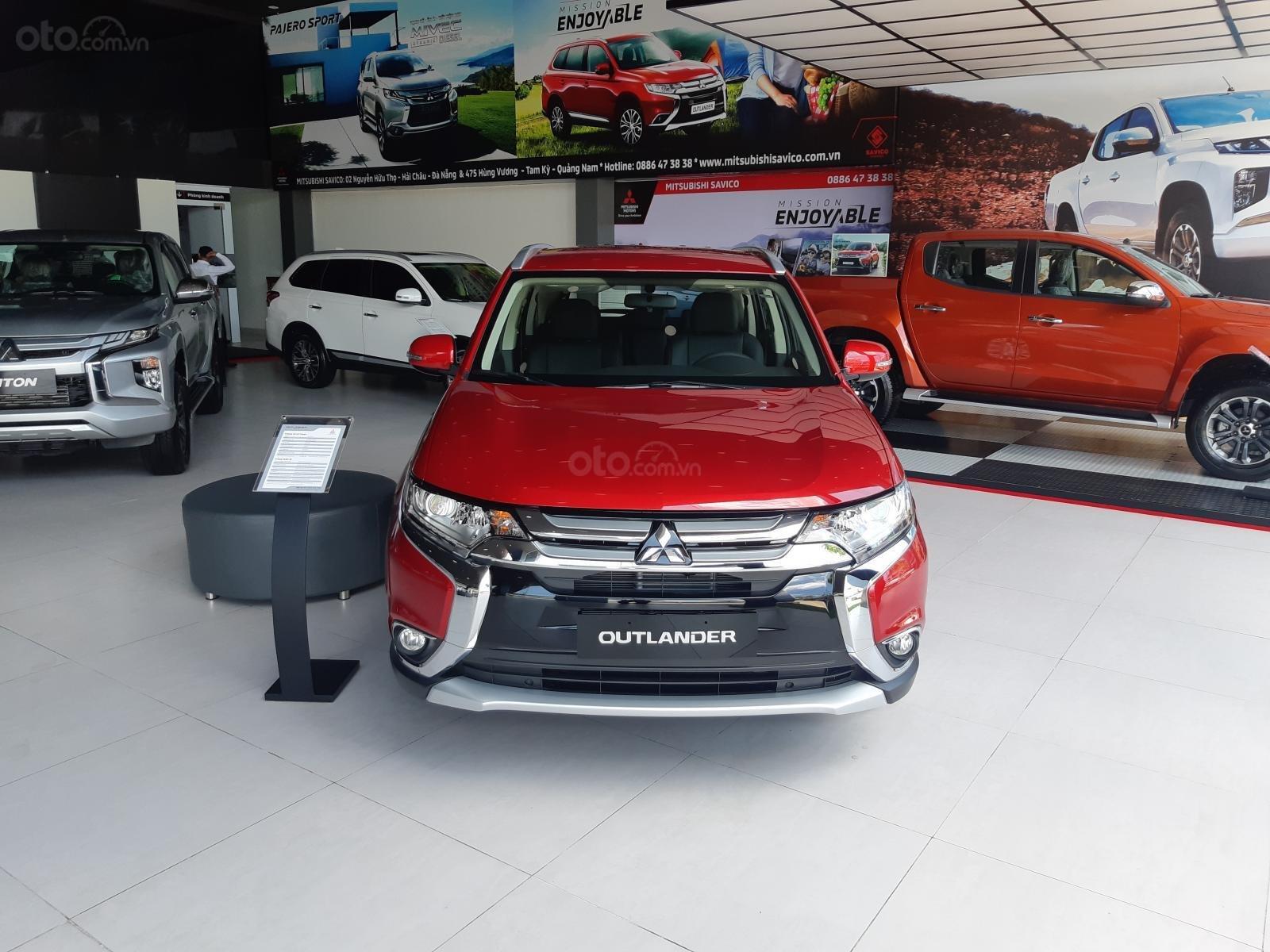 Mitsubishi Outlander, tặng 50% phí trước bạ, xe Nhật, giao xe sớm, hỗ trợ trả góp, LH: Hưng 0901.17.15.15 (1)