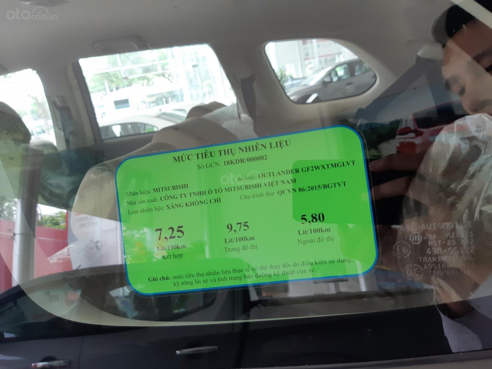 Mitsubishi Outlander, tặng 50% phí trước bạ, xe Nhật, giao xe sớm, hỗ trợ trả góp, LH: Hưng 0901.17.15.15 (7)
