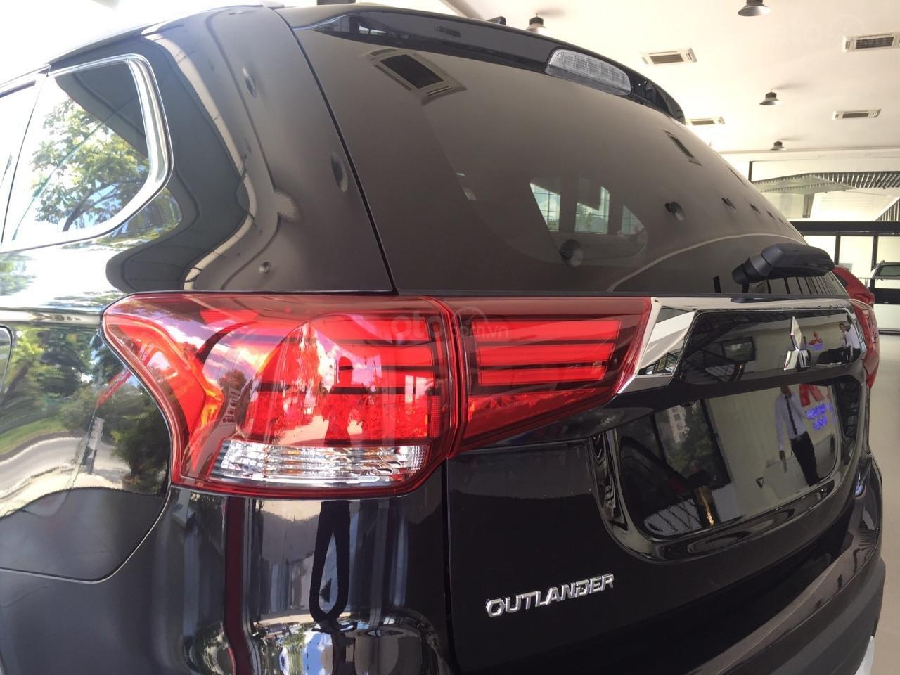 Mitsubishi Outlander 2.0 Pre, km siêu hấp dẫn, liên hệ ngay để được tư vấn (5)