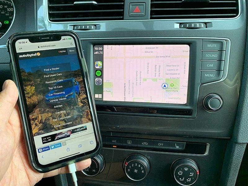 4. Sử dụng đồng thời điện thoại iPhone.