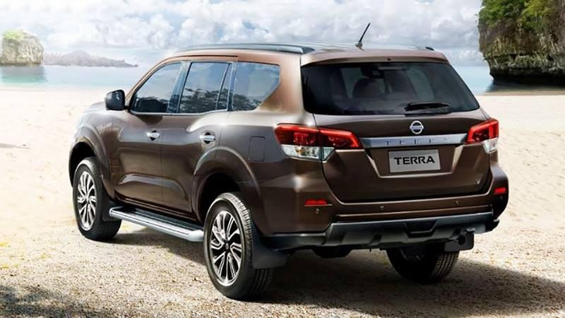 Đuôi xe Nissan Terra ấn tượng với đèn hậu LED dạng chữ L nằm ngang