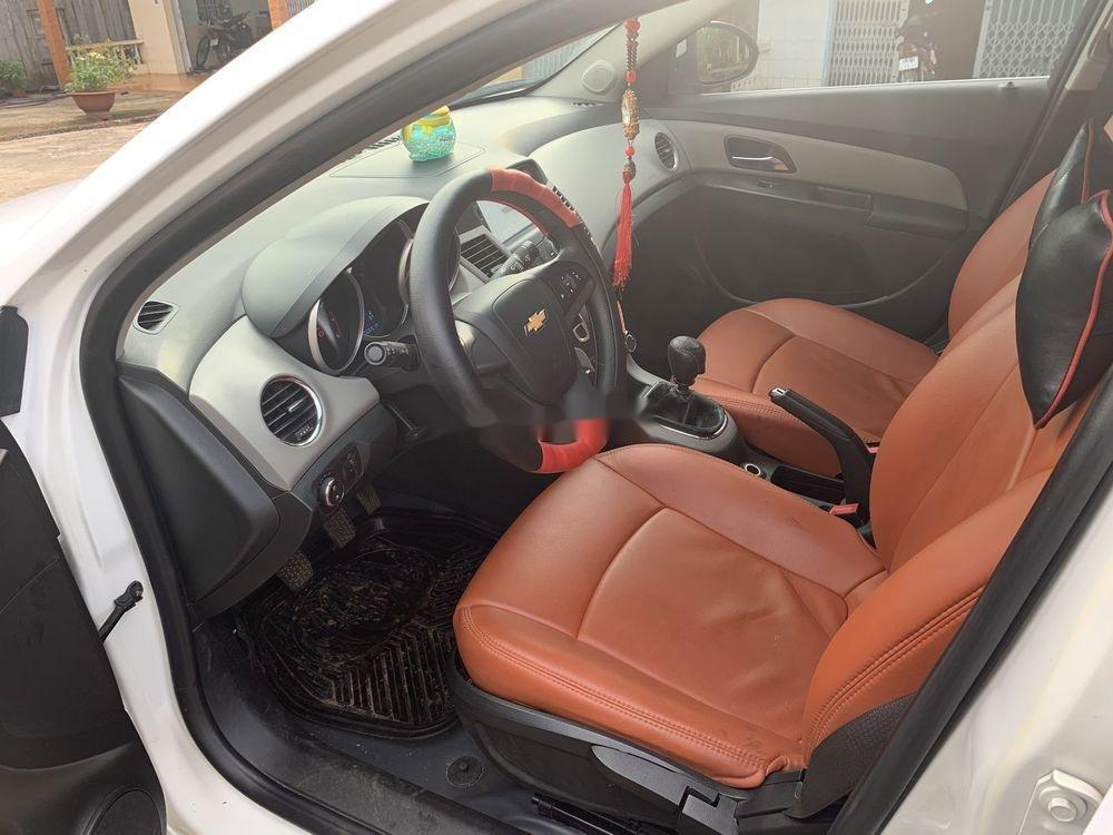 Cần bán lại xe Chevrolet Cruze sản xuất 2015, màu trắng xe gia đình, còn nguyên bản (8)