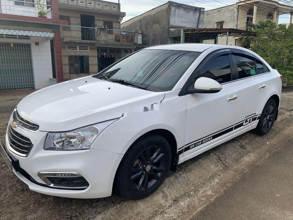 Cần bán lại xe Chevrolet Cruze sản xuất 2015, màu trắng xe gia đình, còn nguyên bản (2)