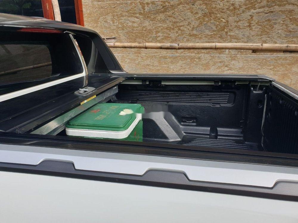 Cần bán xe Ford Ranger Wildtrak đời 2016, màu trắng, nhập khẩu nguyên chiếc (2)