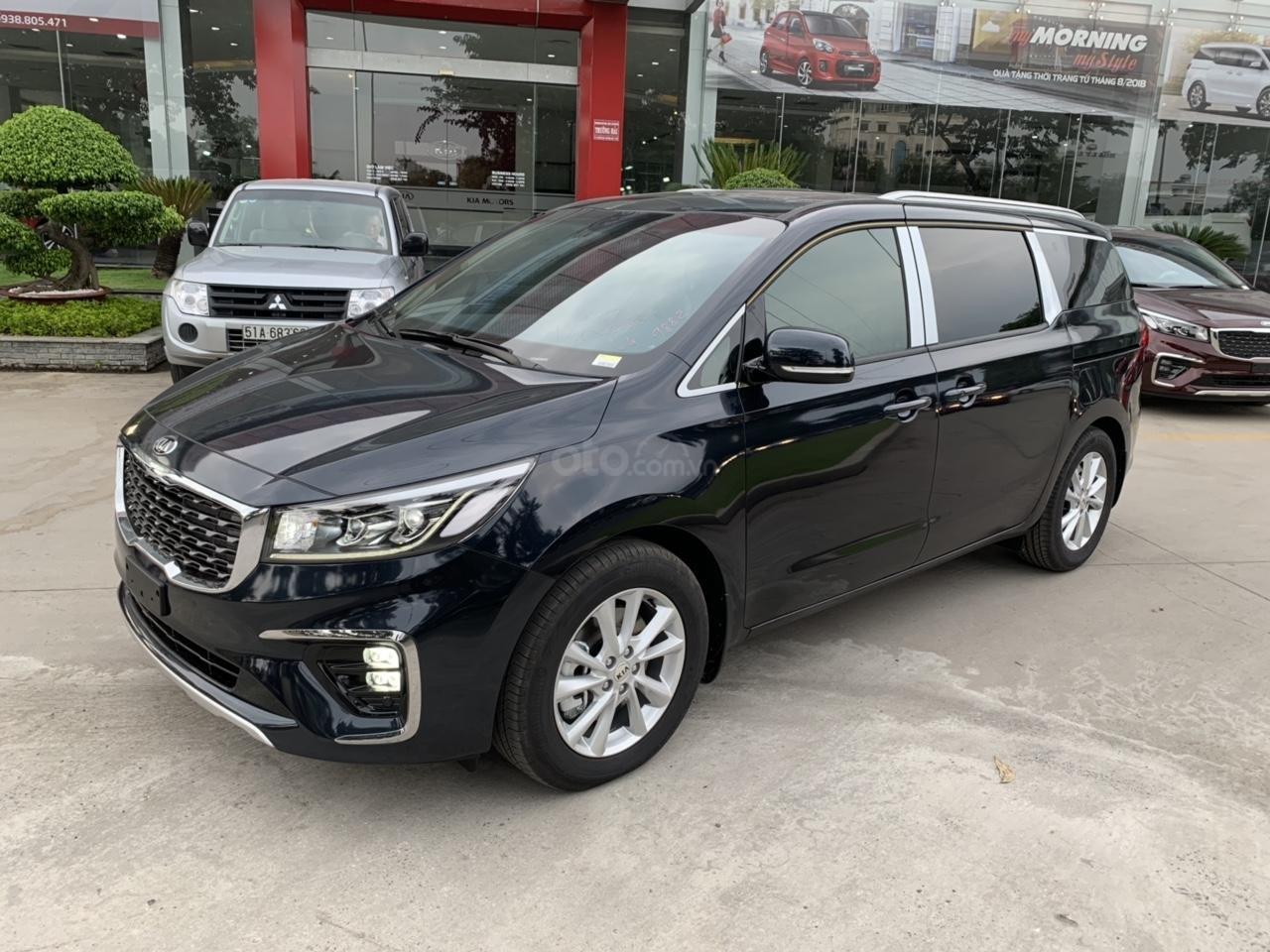 Bán ô tô Kia Sedona 2019, màu bạc (4)