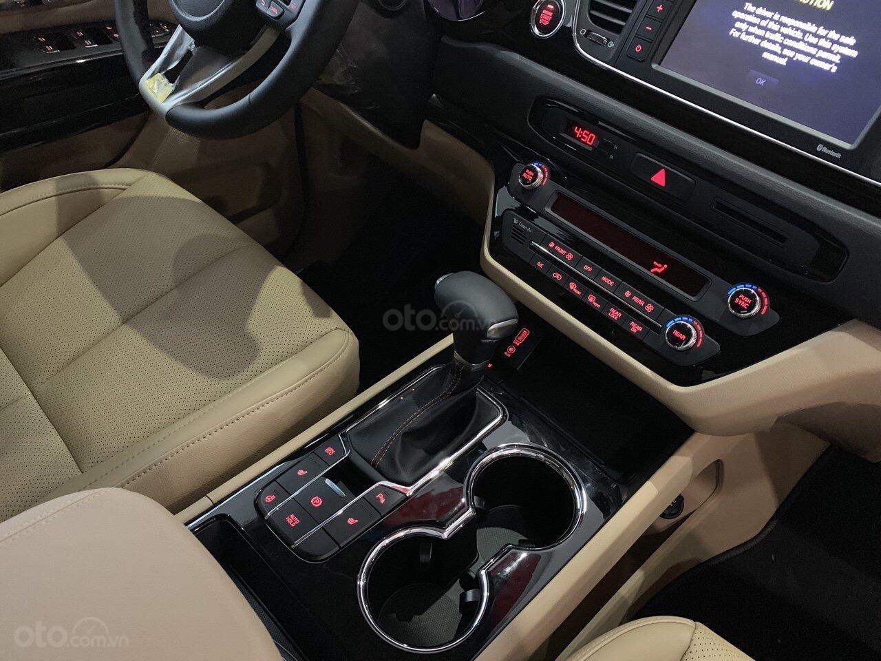 Bán ô tô Kia Sedona 2019, màu bạc (10)