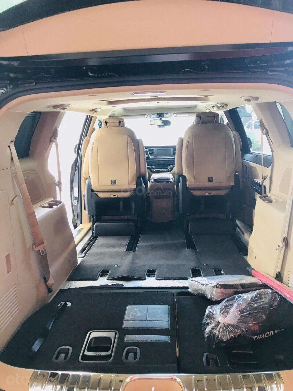 Bán ô tô Kia Sedona 2019, màu bạc (11)