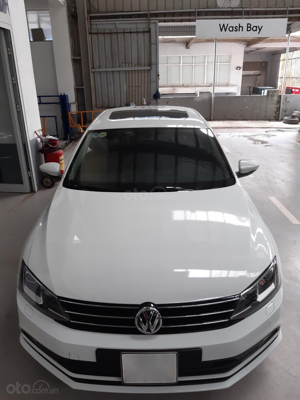 Bán xe Volkswagen Polo màu trắng, đăng kí 2017 (1)