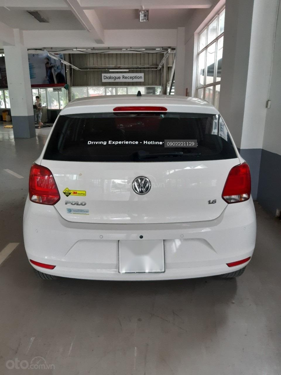 Bán xe Volkswagen Polo màu trắng, đăng kí 2017 (3)
