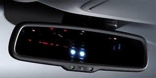 Những điều quan trọng cần chú ý về gương chiếu hậu trong cabin khi mua xe ô tô cũ.