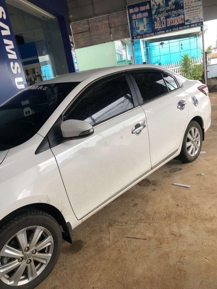 Bán Toyota Vios 2017, màu trắng xe gia đình, giá tốt (4)