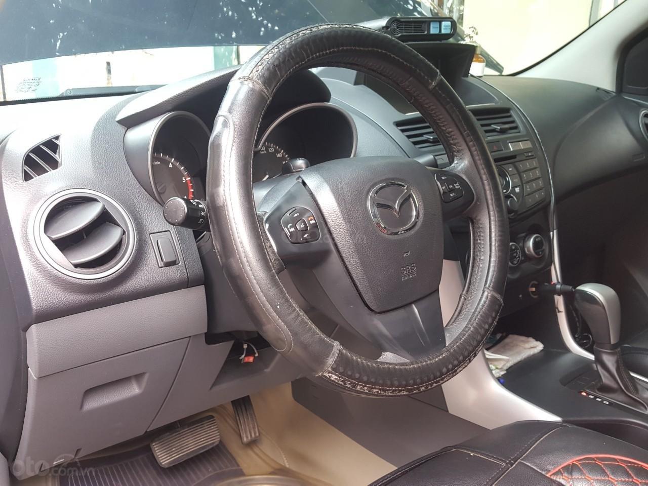 Bán tải Mazda BT50 2.2AT máy dầu, số tự động 1 cầu, màu đen, nhập Thái 2015, biển Sài Gòn (12)