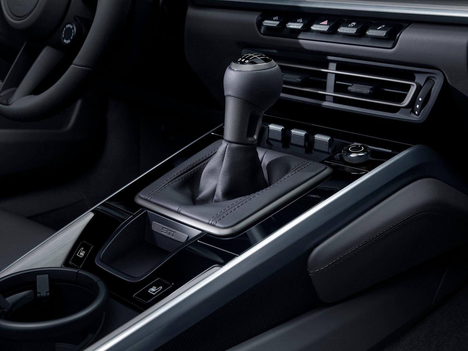 Porsche 911 2020 có lựa chọn hộp số sàn 7 cấp mới.