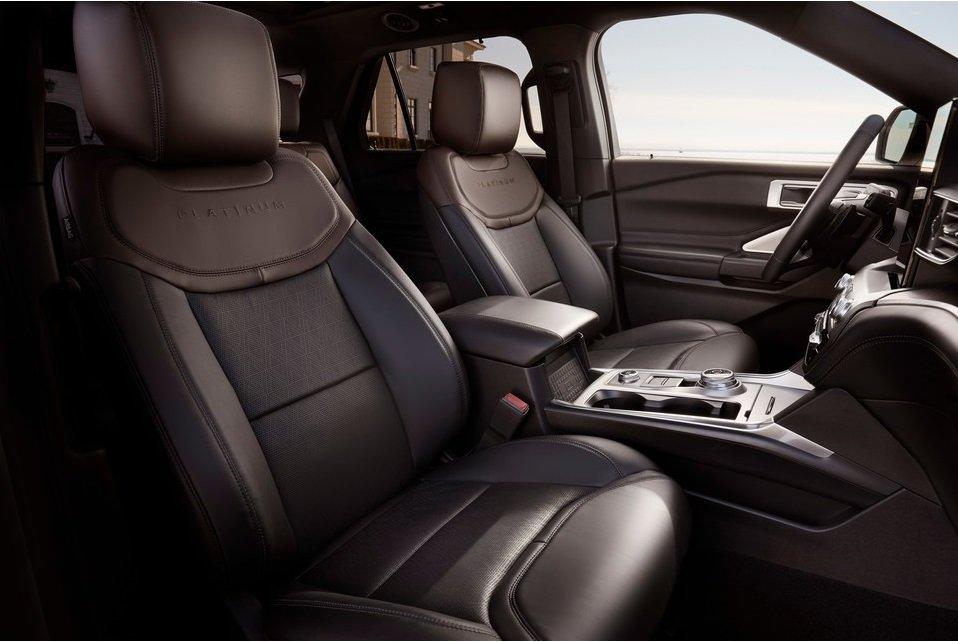 Tất cả các ghế ngồi trên Ford Explorer đều được bọc da cao cấp.