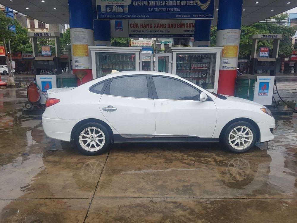 Cần bán lại xe Hyundai Avante đời 2011, màu trắng chính chủ, giá tốt (3)