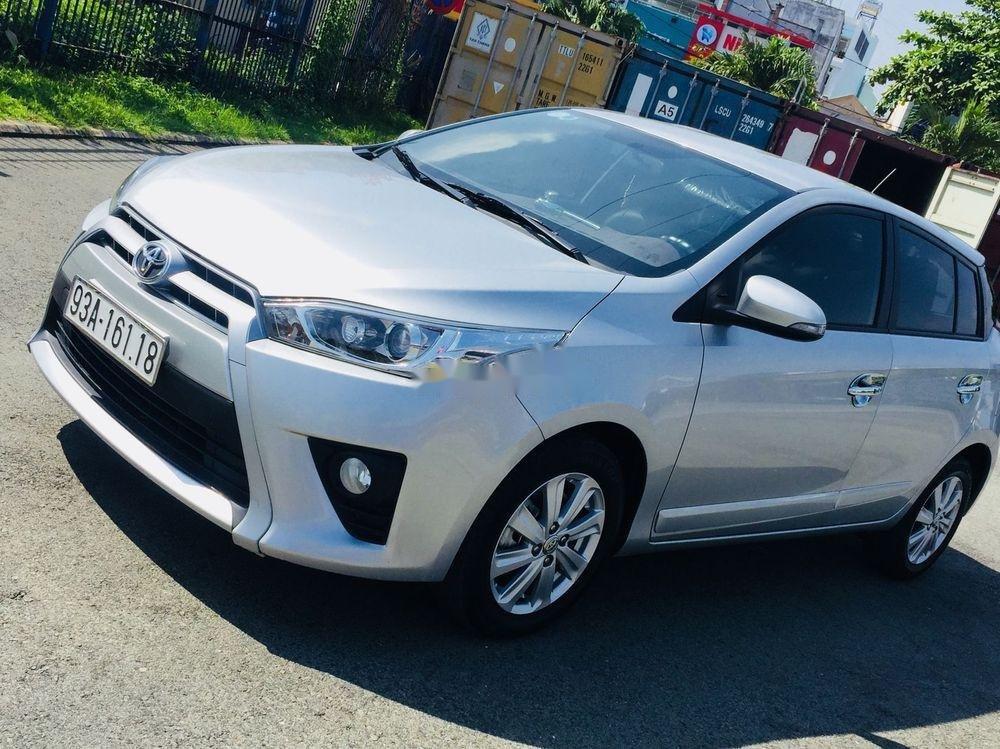 Cần bán lại xe Toyota Yaris AT đời 2017, màu bạc (1)