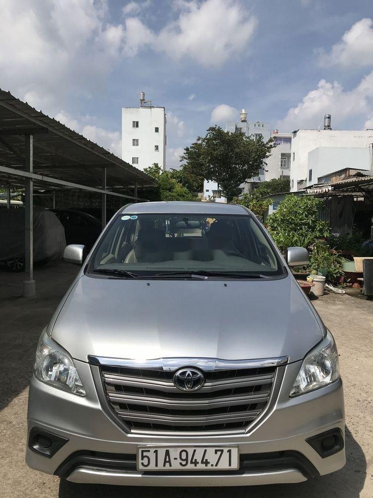 Cần bán xe cũ Toyota Innova sản xuất năm 2014, màu bạc, chính chủ (1)