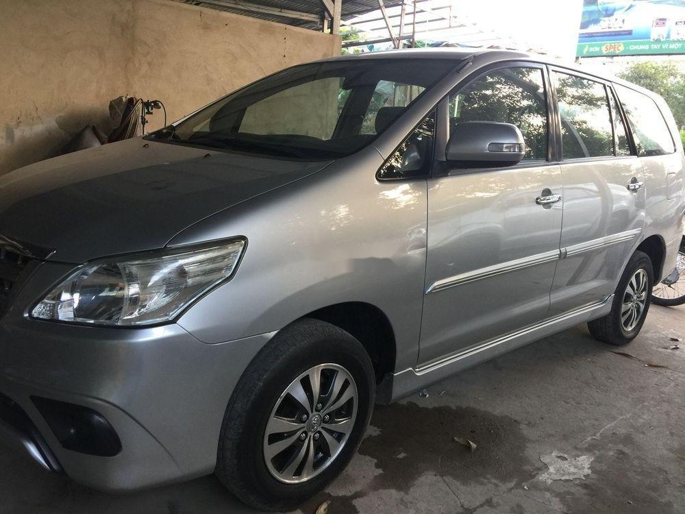 Cần bán xe Toyota Innova MT sản xuất 2016, màu bạc (1)