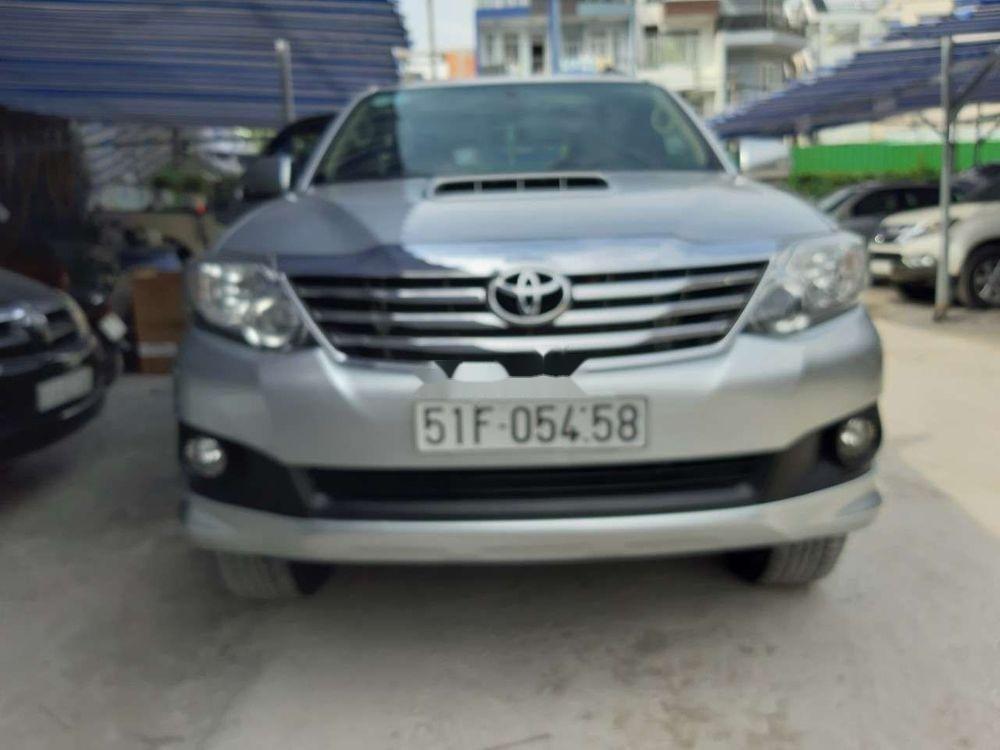 Cần bán xe Toyota Fortuner năm sản xuất 2015, màu bạc, nhập khẩu nguyên chiếc chính hãng (2)