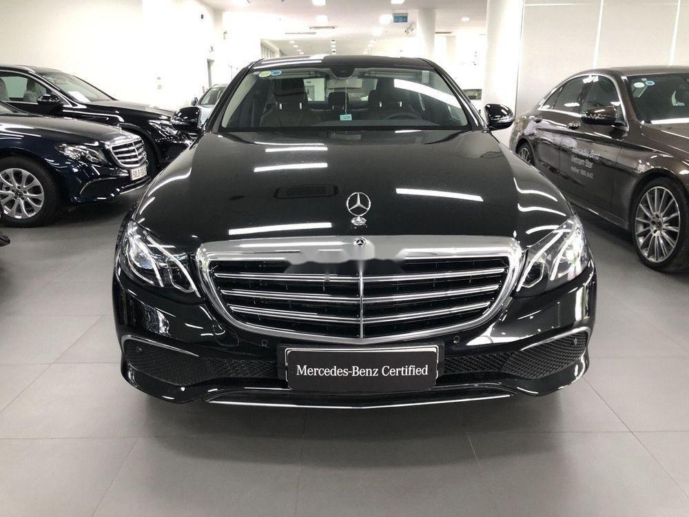 Bán xe Mercedes E200 sản xuất 2018, màu đen (1)
