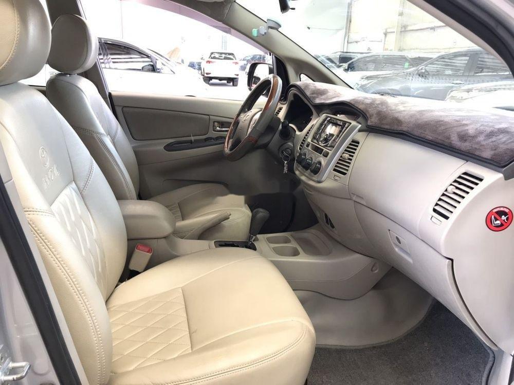 Cần bán Toyota Innova G đời 2013, màu bạc (2)