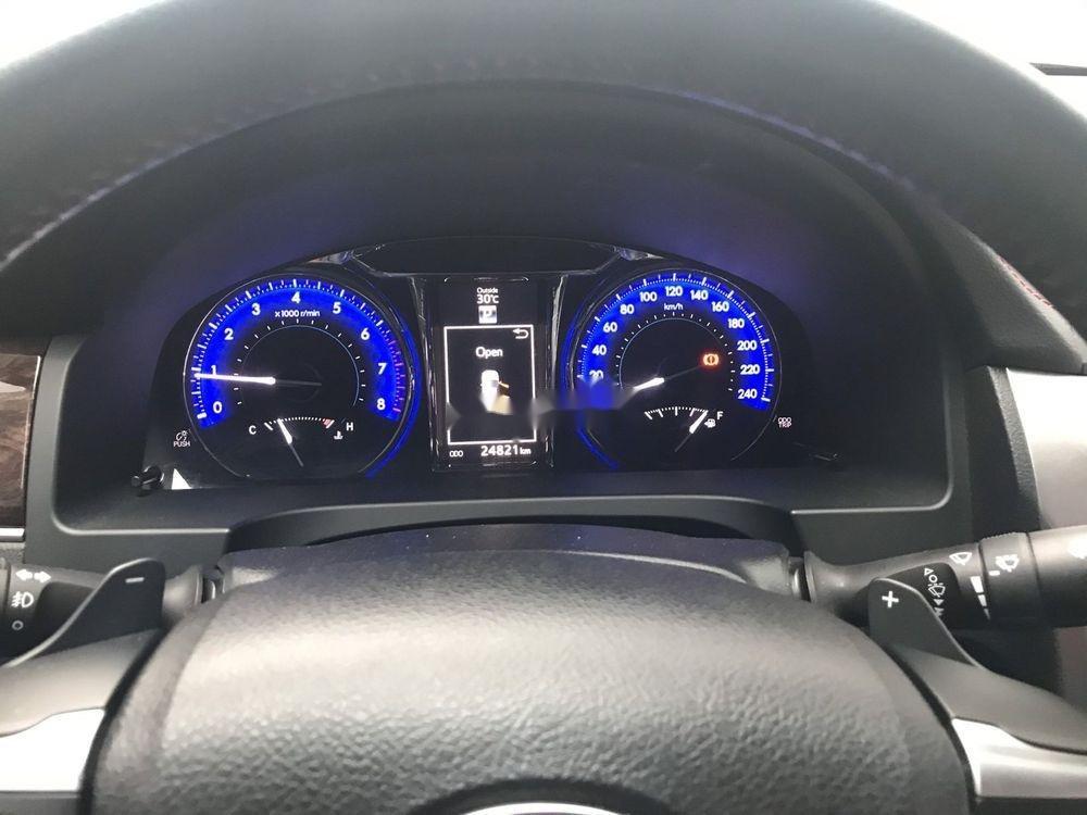 Cần bán Toyota Camry 2017, màu trắng, giá tốt (4)