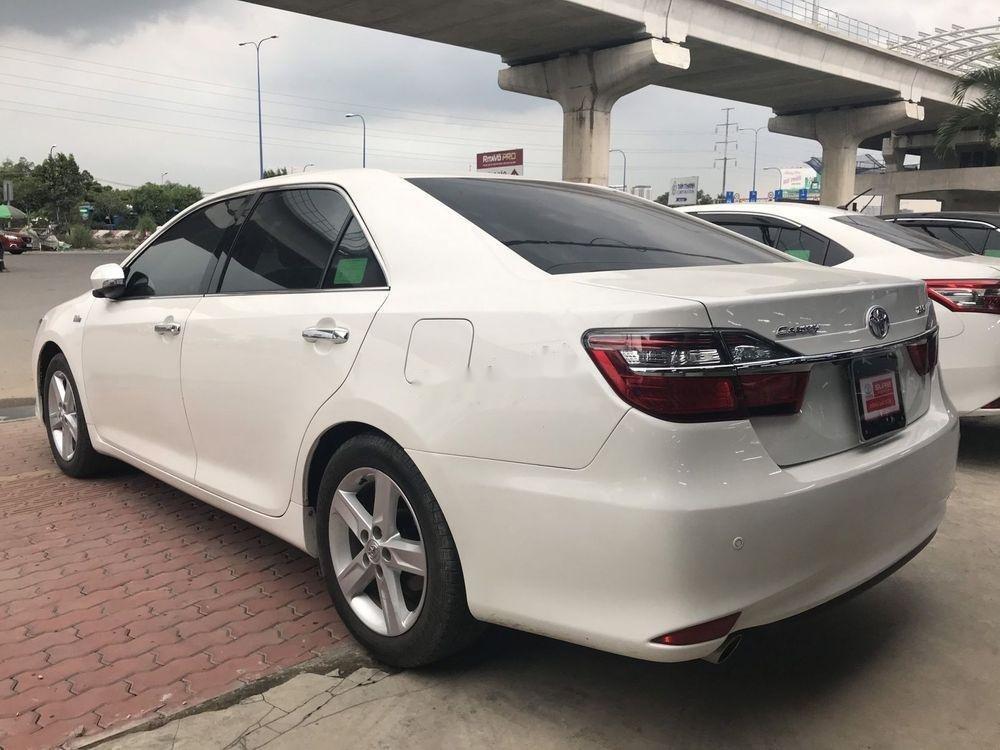 Cần bán Toyota Camry 2017, màu trắng, giá tốt (3)
