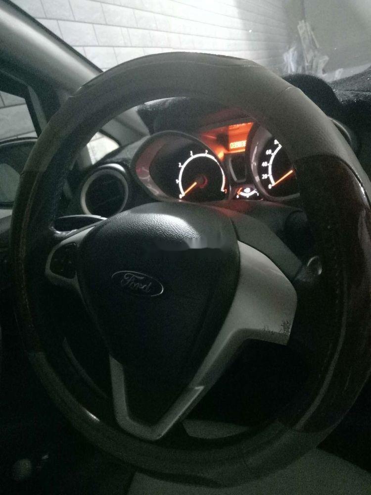 Cần bán lại xe Ford Fiesta sản xuất 2012, màu trắng, giá tốt (5)