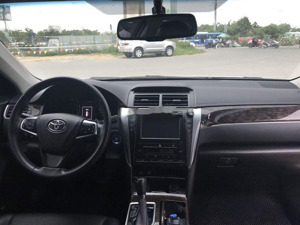 Cần bán Toyota Camry 2017, màu trắng, giá tốt (6)
