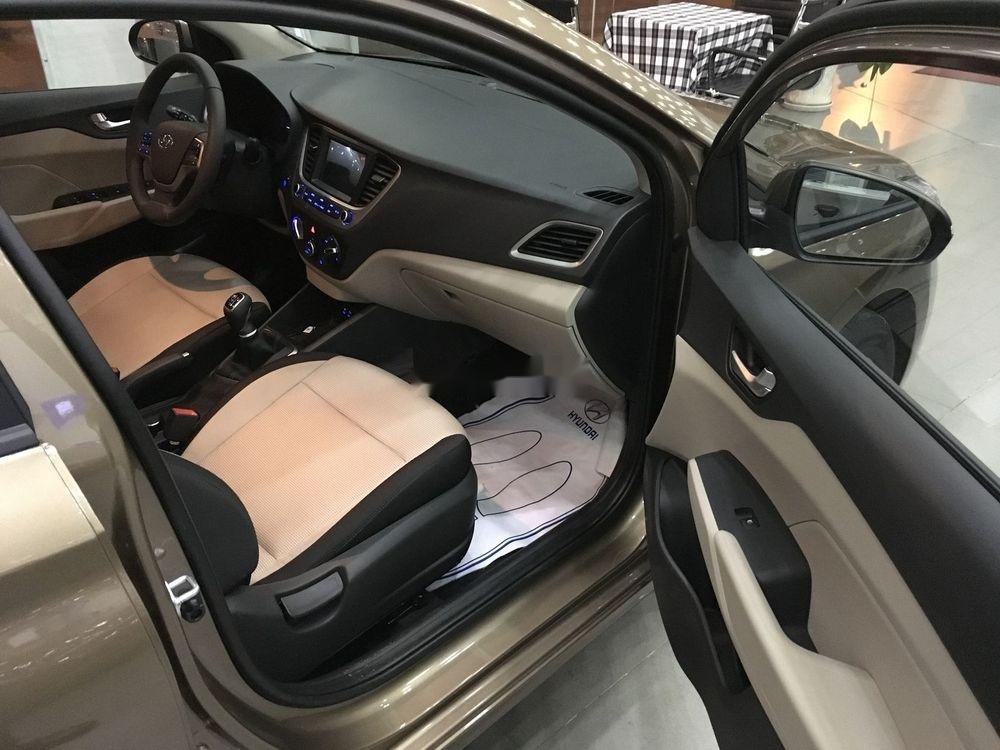 Bán xe Hyundai Accent năm sản xuất 2019, màu vàng cát. Giao ngay (4)