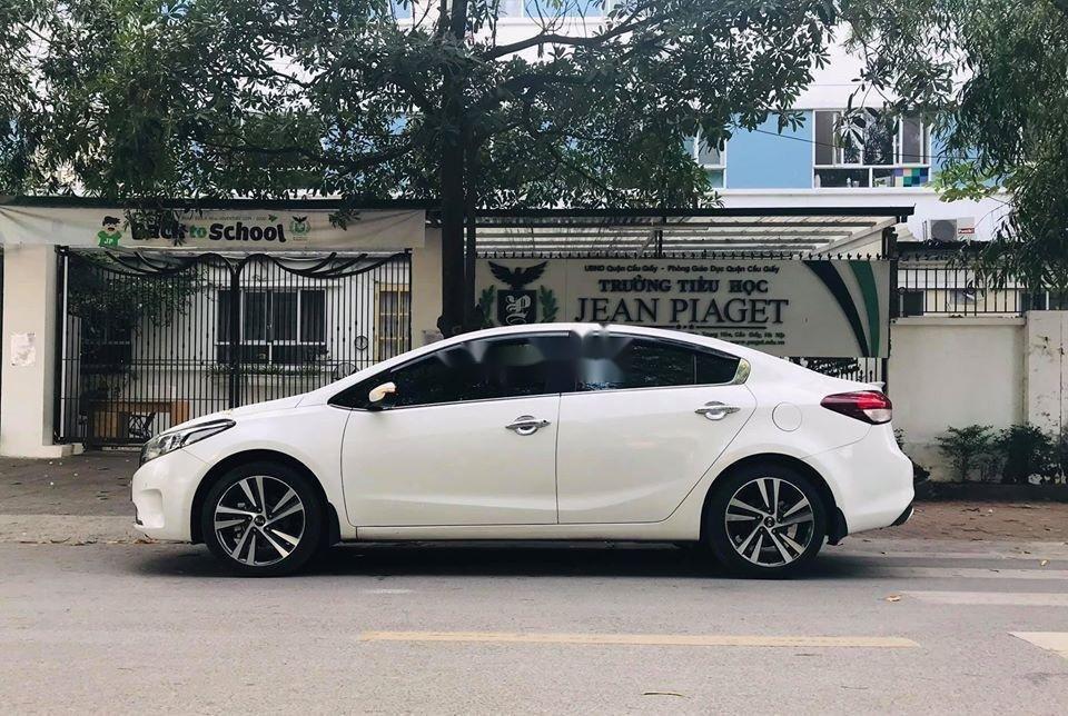 Cần bán lại xe Kia Cerato 2.0 AT sản xuất 2018, màu trắng  (1)