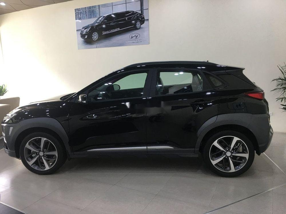 Cần bán xe Hyundai Kona sản xuất năm 2019, nội thất đẹp (2)