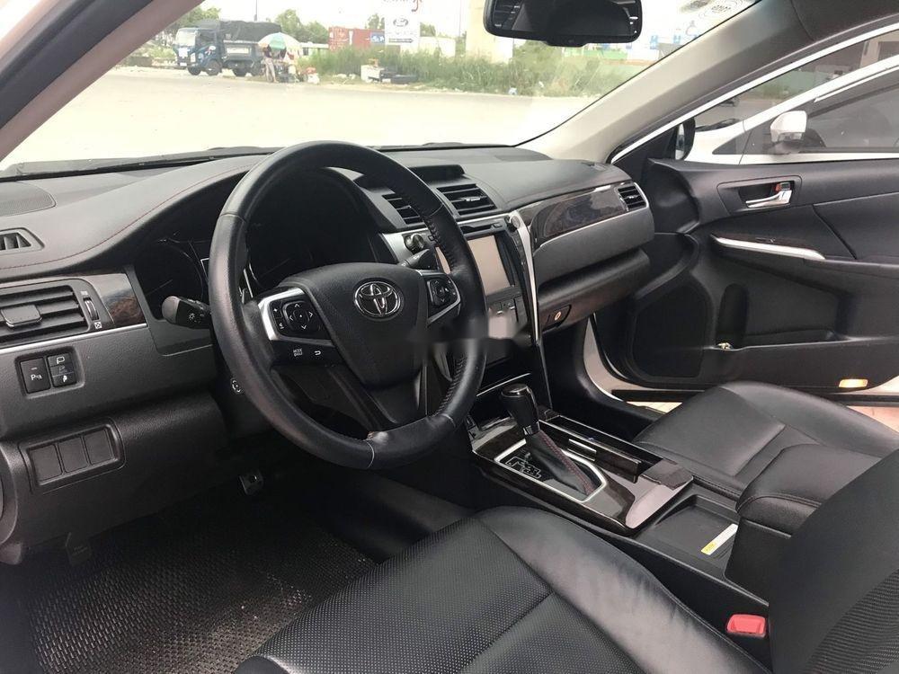 Cần bán Toyota Camry 2017, màu trắng, giá tốt (8)