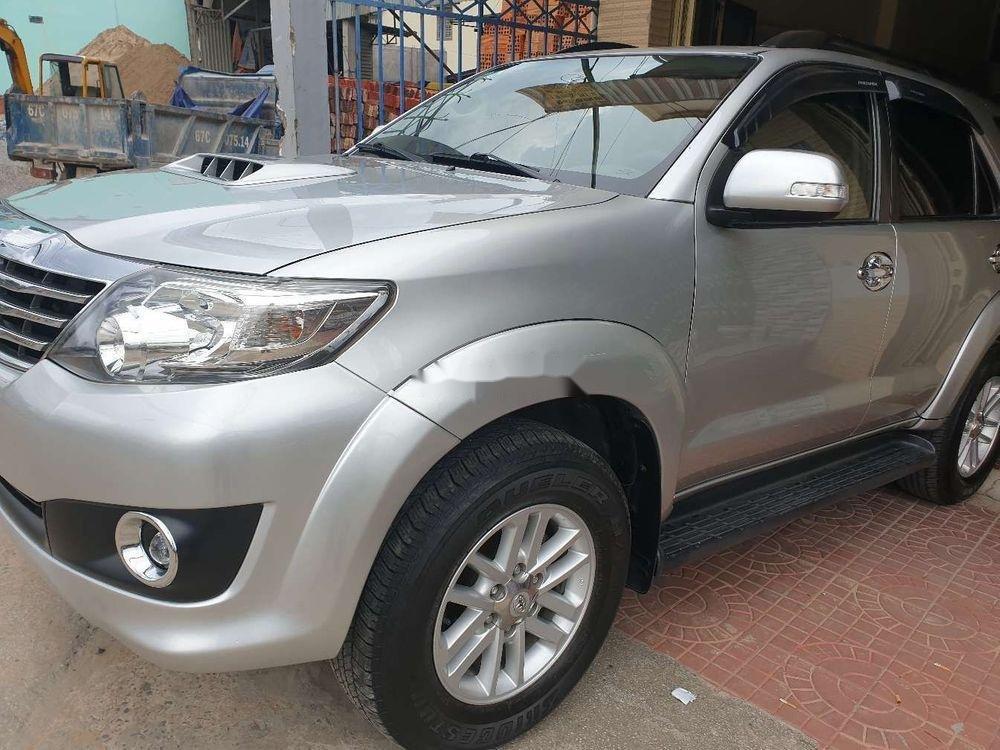 Bán xe Toyota Fortuner GMT sản xuất 2013, màu bạc xe gia đình (1)
