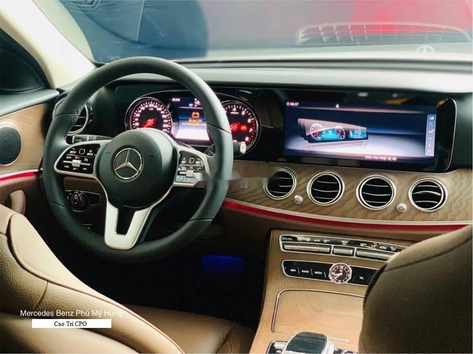 Bán xe Mercedes E200 sản xuất 2018, màu đen (5)