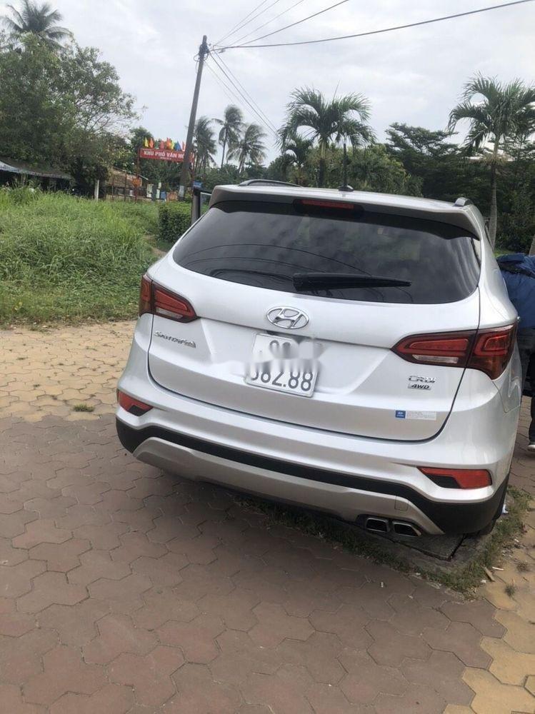 Cần bán lại xe Hyundai Santa Fe 2.2L 4WD năm sản xuất 2017, màu bạc chính chủ, giá chỉ 990 triệu (6)