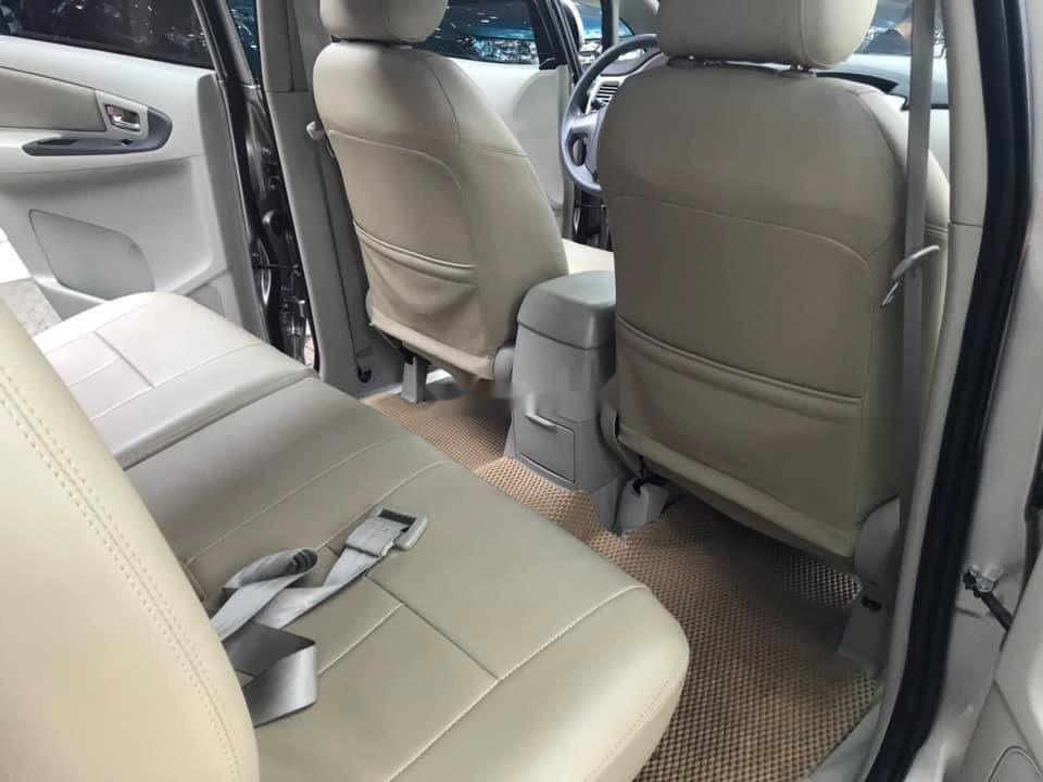 Cần bán lại xe Toyota Innova E sản xuất 2015, giá tốt (3)