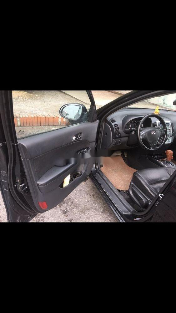 Cần bán Hyundai i30 năm sản xuất 2010, màu đen, xe nhập số tự động (4)