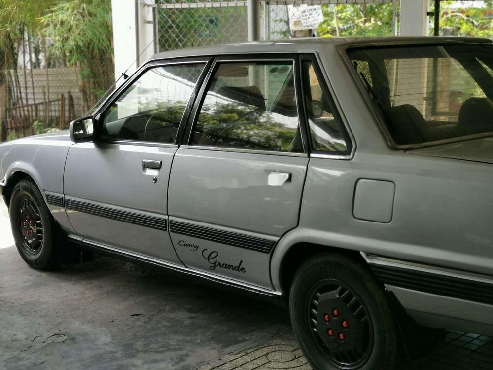 Cần bán Toyota Camry năm 1986, màu bạc, nhập khẩu (1)