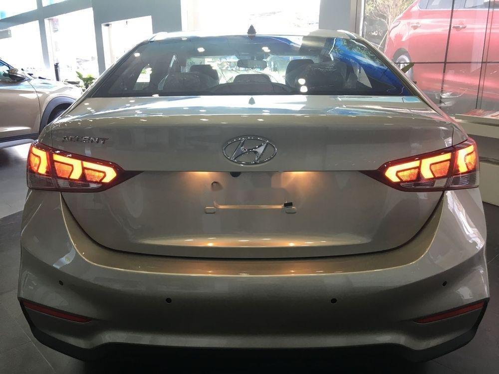 Bán xe Hyundai Accent năm sản xuất 2019, màu vàng cát. Giao ngay (7)