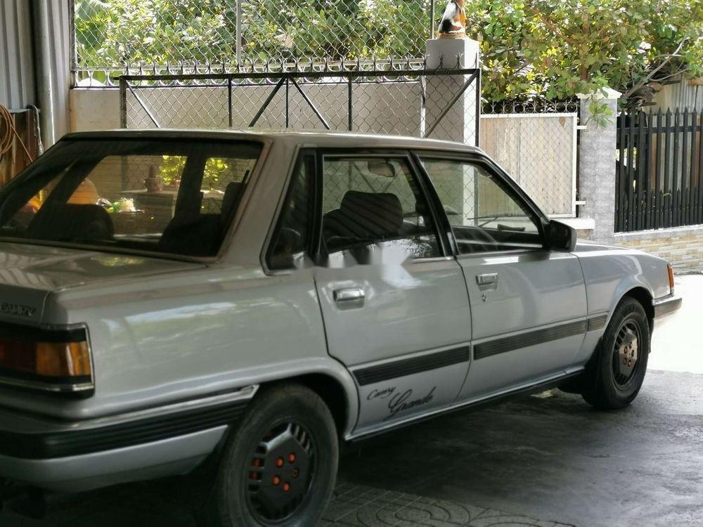 Cần bán Toyota Camry năm 1986, màu bạc, nhập khẩu (12)